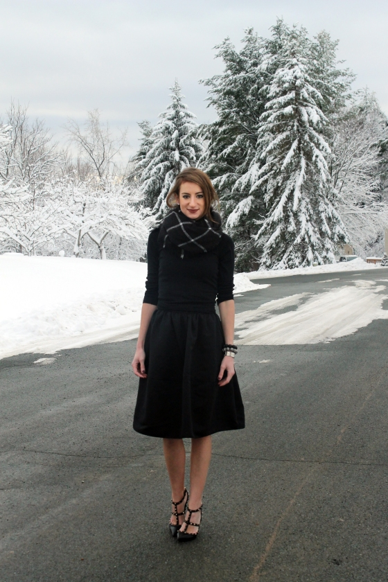 {Holiday Style} Full Midi Skirt & Simple Tee | Plum Pearls